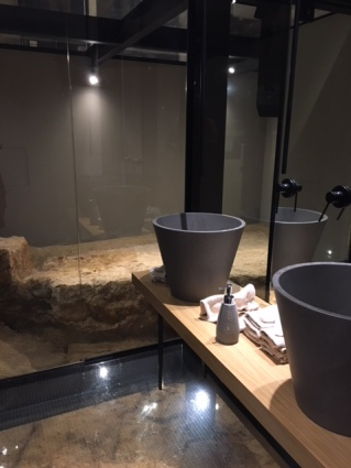 chania-mones-restrooms