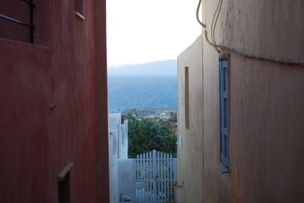narrow-street-roka-santorini