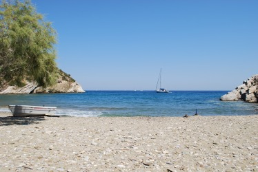 sailing-secluded-beach