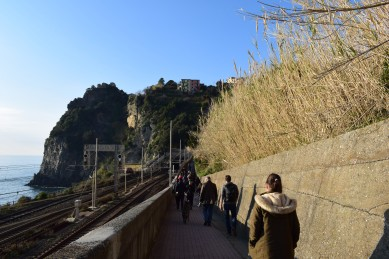 corniglia-train-station-walk