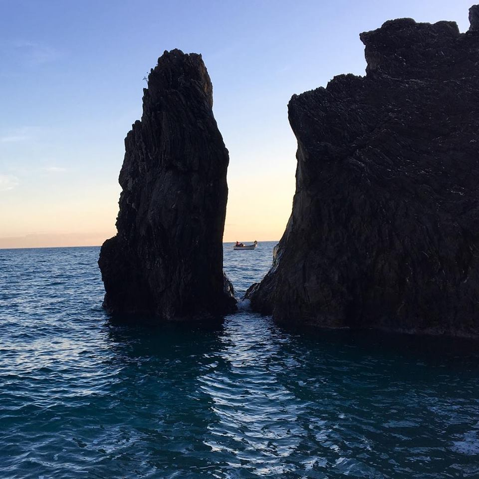 monterosso-boat-rocks