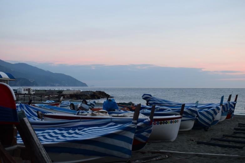 monterosso-boats